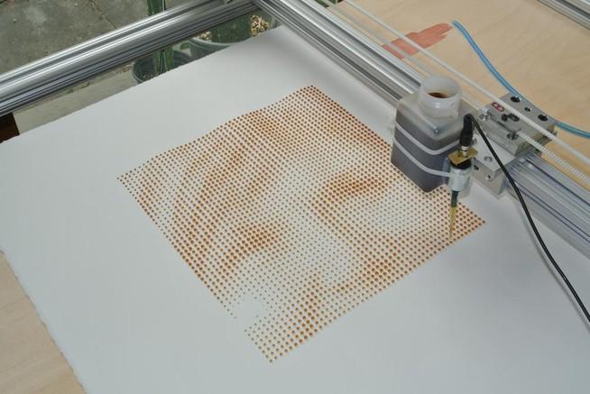 coffee-drip-printer-imprimante-qui-utilise-du-café-pour-imprimer-des-portraits copie