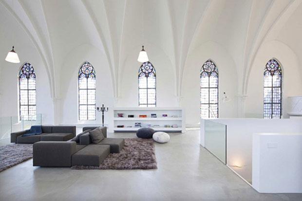 Eglise-convertie-en-maison-moderne-2