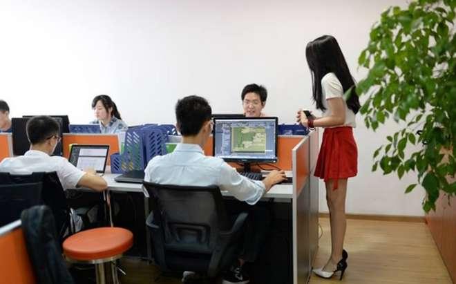 2-chinois-embauches-cheerleaders-pour-augmenter-productivité-de-ses-employés