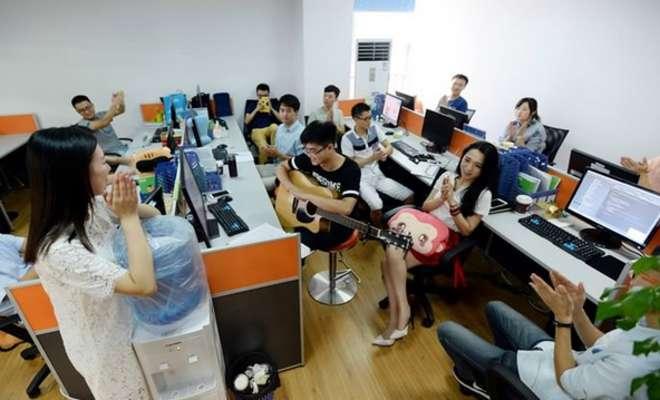 3-chinois-embauches-cheerleaders-pour-augmenter-productivité-de-ses-employés