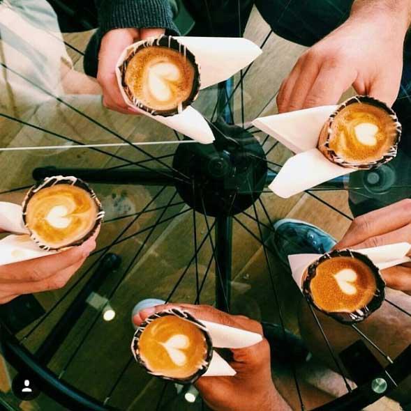 3-ce-bar-vous-sert-le-cafe-le-plus-populaire-d-instagram