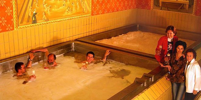 prendre-un-bain-piscine-remplie-de-biere