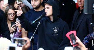 Justin-bieber-chante-devant-ses-fans-dans-la-rue-paris-NRJ