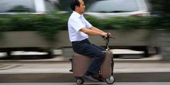 Un-Chinois-cree-un-scooter-valise