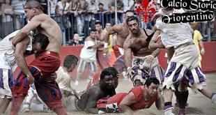 calcio-florentin-sport-melange-mma-foot-regle-mettre-le-ballon-dans-but-adversaire-par-tous-les-moyens-copie