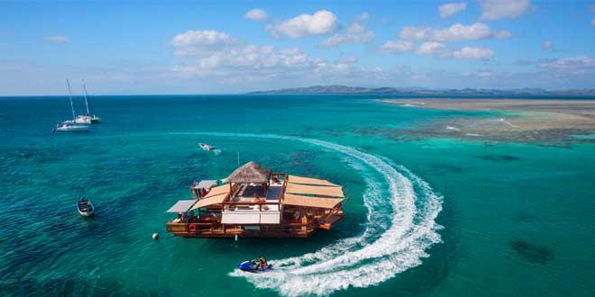 envolyez-vous-bar-flottantiles-fidji