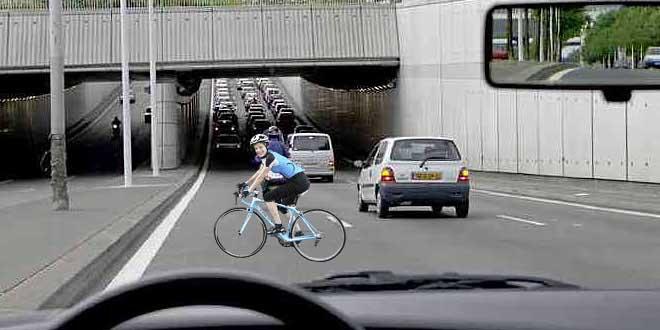 femme-autoroute-velo-drome-a7-gendarmes-amende-90-euros-insolite