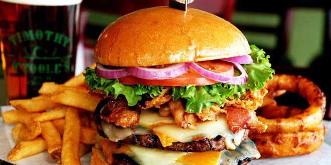 femme-devore-en-quelques-minues-enorme-burger