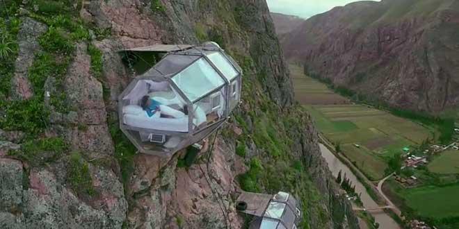 hotel-falaise-120-metre-de-haut