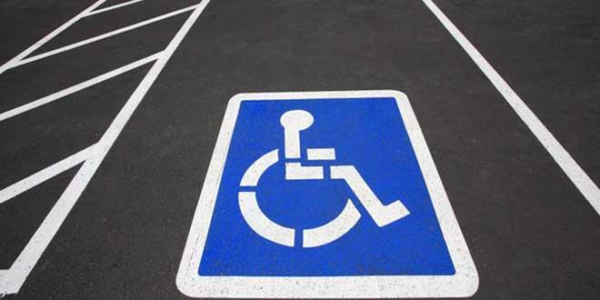 il-se-gare-sur-une-place-handicape-et-retrouve-sa-voiture