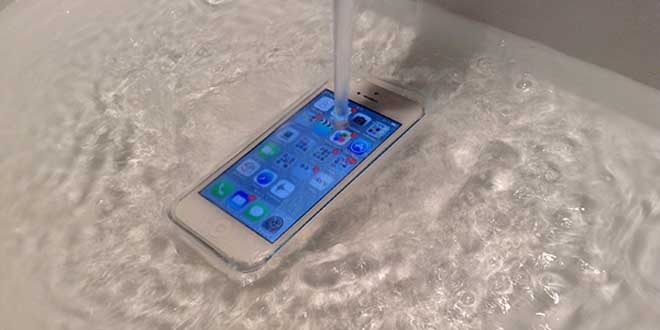 iphone-6-resistant-a-l-eau