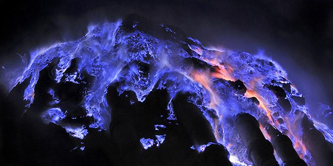 kawah-ijen-volcan-lave-bleue
