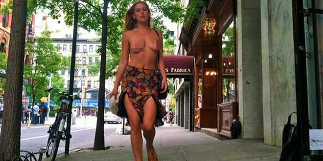 la-fille-de-bruce-willis-scout-willis-seins-nus-a-New-York