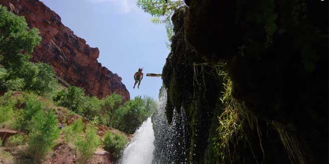 trick-backflip-falaise-vacances