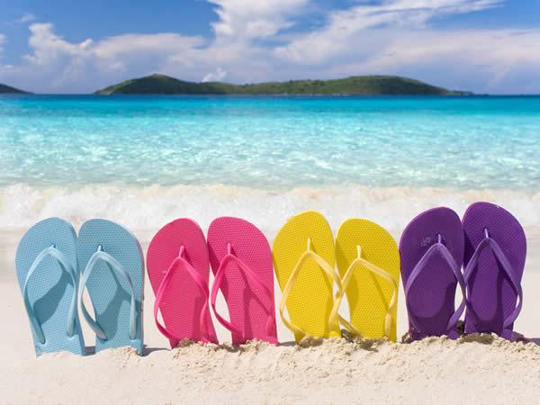 5-accessoires-de-plates-pour-des-vacances-reussies-tongs