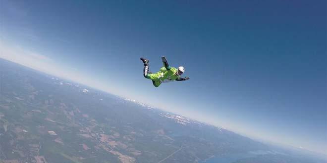 cet-homme-luke-aikins-saute-de-7600-metre-de-haut-sans-parachute-atterir-dans-un-filet