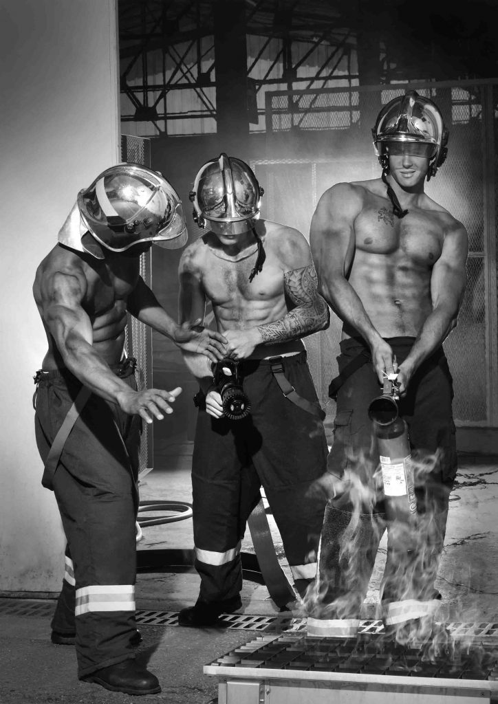 2-le-calendrier-des-pompiers-sans-frontieres-2017-724x1024
