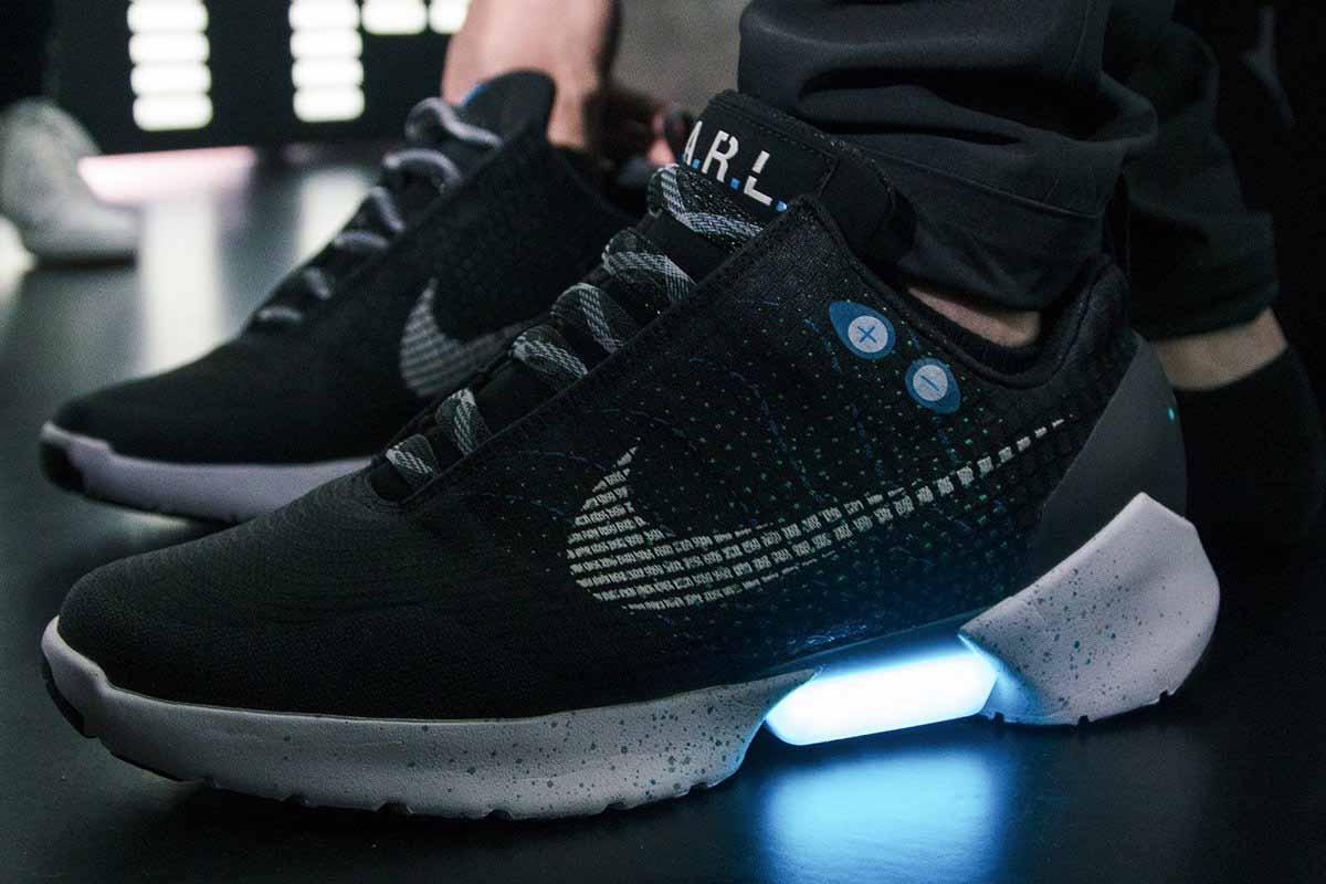 2-officiel-nike-chasusures-auto-lancates-disponible-en-magasin-le-28-novembre-2016-chaussures-martymcfly-retour-vers-le-futur-2
