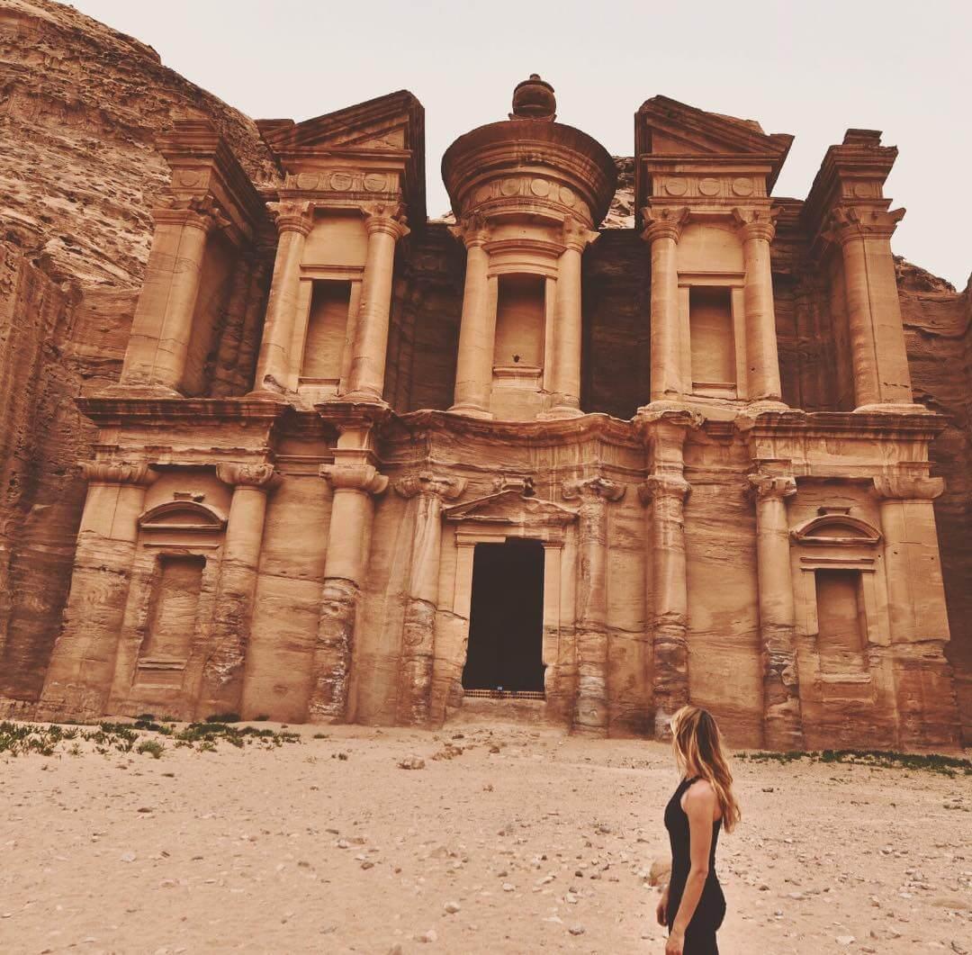 a-27-ans-elle-est-la-seule-femme-a-avoir-visite-tous-es-pays-du-monde-jordanie