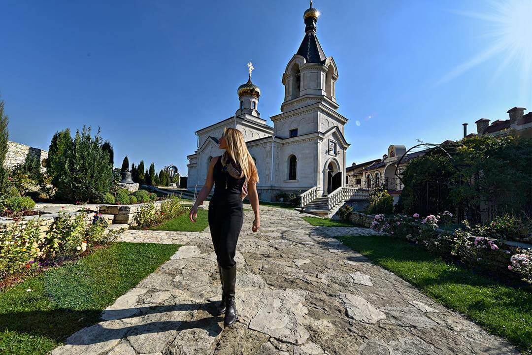 a-27-ans-elle-est-la-seule-femme-a-avoir-visite-tous-es-pays-du-monde-moldavie