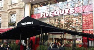 le-plus-grand-five-guys-du-monde-a-ouvert-sur-les-champs-elysees