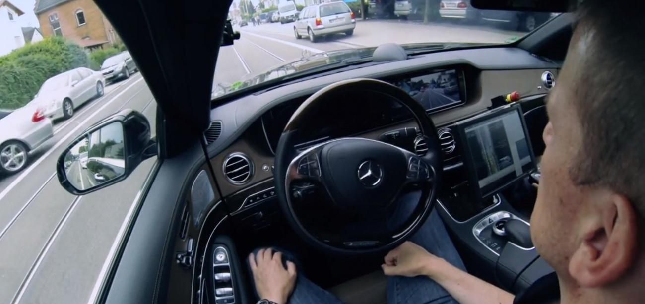 Mercedes-Classe-S-Autonome-hands-free